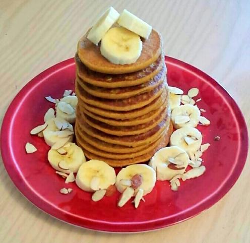 vegan, gluten-free pumpkin spice pancakes with almond date sauce